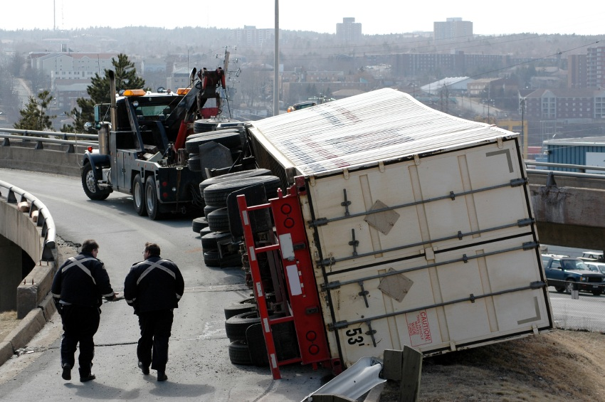 truckaccident_667345.jpg